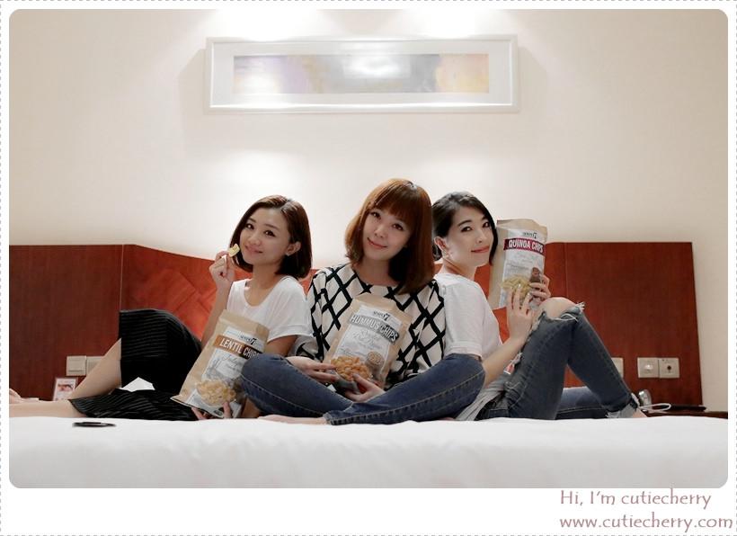 零食★ Girl's Talk ♪ SIMPLY 7 藜麥脆片陪我們渡過開心的聊天時光♥
